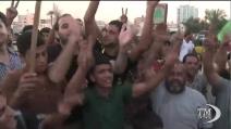 Gaza, palestinesi in piazza festeggiano il cessate il fuoco