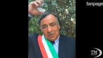 Il Sindaco di Palermo fa l'Ice Bucket Challenge con un bicchiere