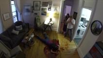 Assassino in casa, spaventoso scherzo ai nuovi compagni di stanza