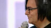 Renato Zero riceve il premio da Loredana Bertè