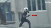 Video shock dalla Turchia: poliziotto spara e riduce in fin di vita manifestante