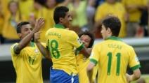 Paulinho segna il gol del 2-0 del Brasile sul Giappone