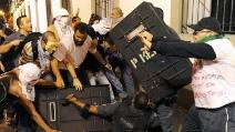 Rio de Janeiro, la polizia carica i manifestanti