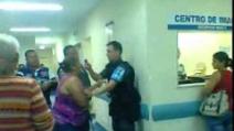 Poliziotto aggredisce con lo spray urticante, una donna in ospedale