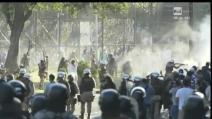 Guerriglia fuori lo stadio di Salvador de Bahia durante Italia-Brasile
