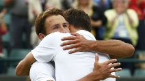 Emozioni a Wimbledon: Janowicz va in semifinale, scoppia in lacrime e trema durante l'intervista