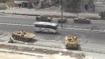 Siria, cecchini di Al-Qaeda sparano sui tank nemici, ma anche su bus e auto