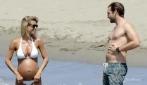 Michelle Hunziker sexy al mare con Tomaso Trussardi