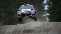 """L'auto """"decolla"""" nel rally di Finlandia"""