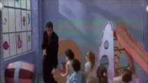 """John Travolta balla sulle note di Elvis in """"Senti chi parla 2"""""""