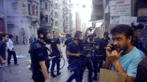 Istanbul, riprende il fermo di un manifestante e viene arrestato