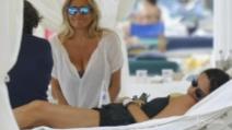Mara Venier e Paola Perego insieme in spiaggia