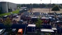 La 'calda' accoglienza dei tifosi del Verona all'arrivo del Milan in pullman