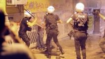 Istanbul, Kadikoy manifestanti picchiati e arrestati dalla polizia