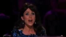 Dannii Minogue scoppia a piangere a X Factor