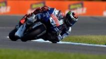 """MotoGP, Philip Island: un gabbiano si """"incastra"""" nella moto di Jorge Lorenzo"""
