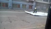 Croazia, la tempesta spazza via un pompiere!