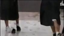 Il pavimento adesivo: uno degli scherzi più divertenti mai visti!
