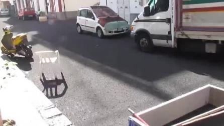 Eruzione Etna, spettacolare pioggia di lapilli