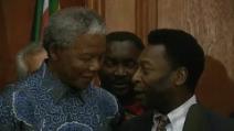 Nelson Mandela incontra l'ex campione e ministro dello sport Pele