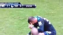 Sandro sta male in campo in Manchester City-Tottenham dello scorso novembre