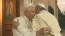 Papa Francesco incontra il Benedetto per gli auguri di Natale