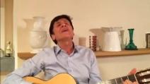 """Gianni Morandi canta """"Caruso"""" per Bologna-Napoli"""