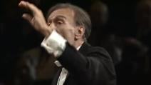 """Il maestro Claudio Abbado dirige la Filarmonica di Berlino sul """"Dies Irae"""" del Requiem di Verdi"""