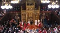 """Parlamento britannico a regina Elisabetta: """"Spendi di meno"""""""