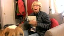 Regala alla mamma i biglietti per il Super Bowl e lei reagisce così