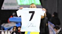 Inler fa gol al Milan e bacia la maglia numero 7 di Imbriani
