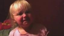 """""""Non voglio l'orsetto, ridammi iPad!"""", l'urlo disperato di una bimba di 2 anni"""