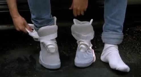 Marty McFly scopre le Nike che si allacciano da sole d6998e363b2