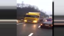 Il tir contromano sull'autostrada, bloccato dalla polizia