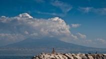 Napoli, scoppia la primavera ed è assalto al Lungomare