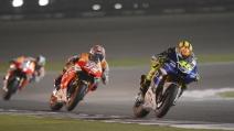 La spettacolare lotta tra Rossi e Marquez durante il GP del Qatar nel 2013