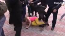 Pussy Riot picchiate da 20 cosacchi mentre manifestavano a Sochi