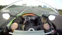 Kawasaki vs Audi: sfida a 300km/h in autostrada