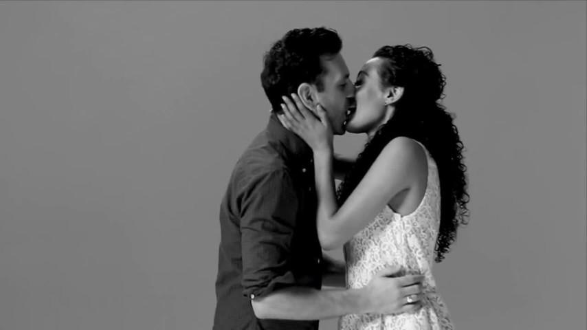 Sconosciuti Che Si Baciano Per La Prima Volta Ecco Le Loro Reazioni