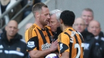 L'allenatore del Newcastle rifila una testata ad un calciatore avversario