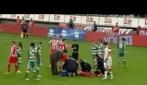 Michael Olaitan collassa in campo durante il derby Panathinaikos-Olympiacos