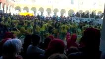 Lo storico Carnevale d'Ivrea: il getto delle arance