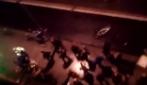 Hooligans a Dublino sfondano le vetrate di un ristorante