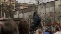 A Berlino un muro di palloncini bianchi per il 25esimo della caduta