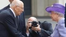 La regina Elisabetta è a Roma: prima al Quirinale, poi dal Papa