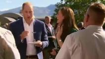 William e Kate assaggiano la vongola dalla proboscide: la reazione del principe