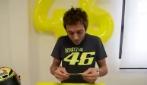 Valentino Rossi estrae il numero vincente, il casco Agv va a Roma