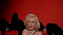 "Marilyn Monroe canta ""Diamonds are a Girl's Best Friends"""