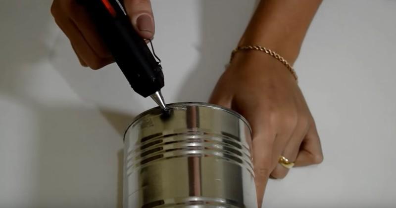Lampada Barattolo Di Latta : L idea originale per riciclare un barattolo di latta