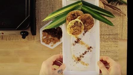 Come preparare i pancakes al cocco e assemblarli in maniera creativa